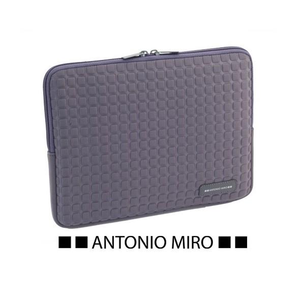 Funda IPad Taxsa. Antonio Miro.
