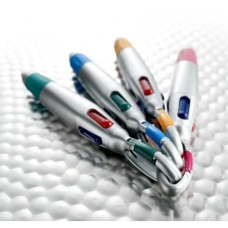 Bolígrafo de 4 colores con mosquetón