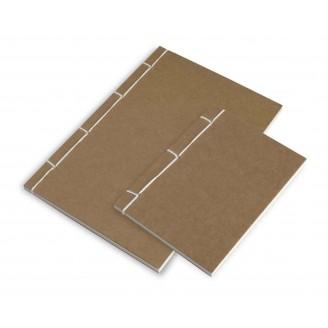 Libreta tapas cartón cosidas 105x138x8 mm.