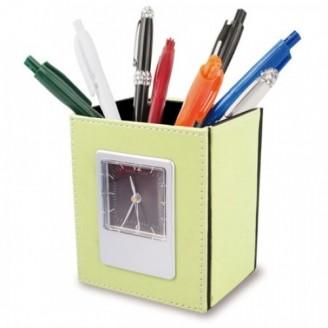Portalápices con reloj y hueco para poner calendario