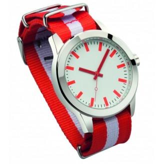 Reloj pulsera con correa nylon.